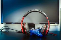 Gamepad και ακουστικά Στοκ φωτογραφία με δικαίωμα ελεύθερης χρήσης