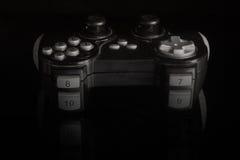 Gamepad auf einer Spiegelbasis Stockbild
