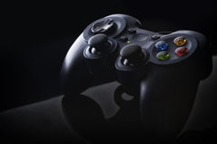 Gamepad blu scuro con i bottoni colorati Fotografie Stock Libere da Diritti