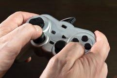 Gamepad dans des mains Photographie stock libre de droits