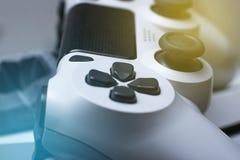 Gamepad de la palanca de mando Concepto de la confrontaci?n del control del videojuego de la competencia del juego de la tecnolog foto de archivo