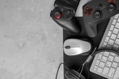 Gamepads, мышь, наушники и клавиатура Стоковые Фото