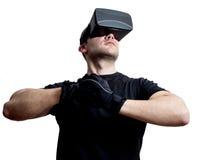 Gamer do campeão da realidade virtual pronto para lutar no Cyberspace fotos de stock