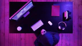 Επαγγελματικά παιχνίδια Gamer στο τηλεοπτικές παιχνίδι και τη ροή στοκ φωτογραφία με δικαίωμα ελεύθερης χρήσης