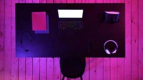 Gamer workspace pojęcie z gamer laptopu ekranem widzieć Biały pokaz zdjęcie stock