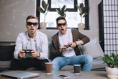 Gamers играя партию Стоковые Фото