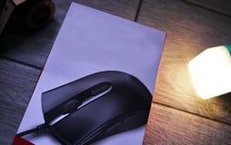 Το ποντίκι υπολογιστών για τα gamers, μπορεί να χρησιμοποιηθεί στα παιχνίδια και σε ένα προσωπικό Η/Υ r στοκ φωτογραφία με δικαίωμα ελεύθερης χρήσης