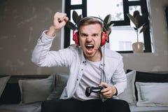 Gamers que jogam o partido imagens de stock royalty free