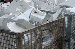 Gamla återanvända plast- förlorade produkter Arkivbilder