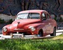 Gamla amerikanska bilar i Kuba Royaltyfri Bild