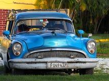 Gamla amerikanska bilar i Kuba Arkivfoton