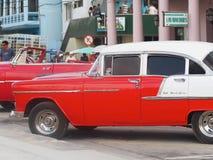 Gamla amerikanska bilar i Kuba Royaltyfria Foton