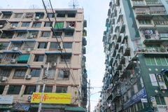 Gamla andelslägenheter i Yangoon, Myanmar Royaltyfria Bilder