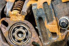 Gamla anfrätta skrapade metalldetaljer av maskinen Royaltyfri Fotografi