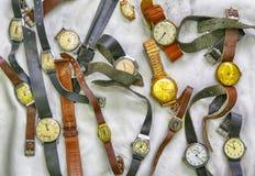 Gamla armbandsur, foto i gammal bildstil Arkivfoto