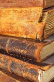 Gamla böcker. Arkivbild