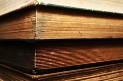 Gamla böcker för materiel Fotografering för Bildbyråer
