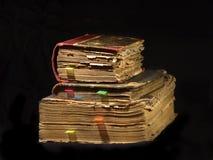 Gamla böcker med bokmärker Arkivbild