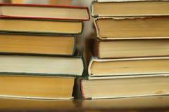 Gamla böcker på en stol royaltyfria bilder