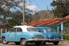 Gamla bilar i Vinales Arkivbilder