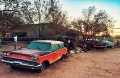 Gamla bilar på Route 66 Royaltyfri Foto