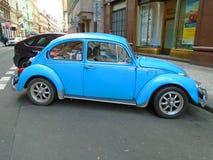 Gamla blått bevarade utskjutande Volkswagen Prague Tjeckien, Arkivfoton