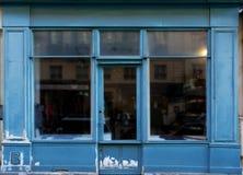 Gamla blått shoppar arkivfoto