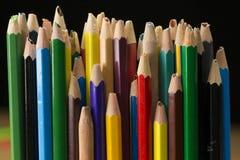 Gamla blyertspennor, använd bruten blyertspenna med låst fast blyertspennaspets Royaltyfria Bilder
