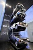 Gamla BMW 745i, 633CSi, 520 och 323i på skärm i BMW museet Royaltyfria Foton