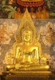 Gamla buddha i Phrathat chohaetempel Royaltyfri Bild