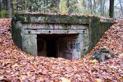 Gamla bunker från världskrig II Tyska befästningar från Poen arkivfoto