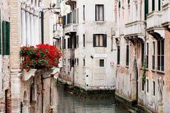 Gamla byggnader av Venedig Fotografering för Bildbyråer