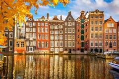Gamla byggnader i Amsterdam Royaltyfri Fotografi
