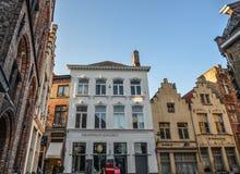 Gamla byggnader i Bruges, Belgien royaltyfri fotografi