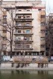 Gamla byggnader i Bucharest Arkivfoto