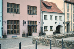 Gamla byggnader i den historiska staden av Riga Royaltyfria Foton
