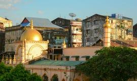 Gamla byggnader i Yangon Royaltyfri Bild