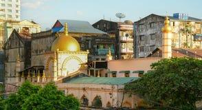 Gamla byggnader i Yangon Arkivfoto