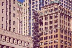 Gamla byggnader med brandflykten, NYC arkivfoto