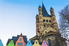 Gamla byggnader med brutto- St Martin i Cologne royaltyfria bilder
