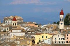 Gamla byggnader och för Korfu för kyrkliga torn cityscape stad Fotografering för Bildbyråer