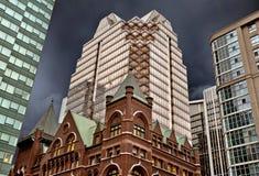 Gamla byggnader och nya Toronto Arkivbilder