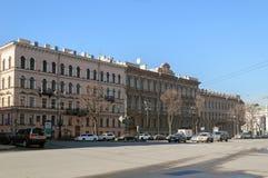 Gamla byggnader på fyrkant för St Isaacs i St Petersburg arkivbilder