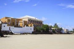 Gamla byggnader på kusten av ön av Moçambique Royaltyfri Foto