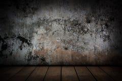 Gamla cementväggar och gamla trägolv Royaltyfria Foton