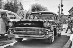 Gamla Chevrolet på utställning av tappningbilar Arkivbild