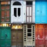 Gamla dörrar av Riga Arkivfoto
