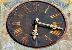 Gamla detaljer för klockatorn Arkivbilder