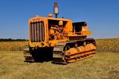 Gamla diesel- fyrtio Caterpillar utan ett blad fotografering för bildbyråer