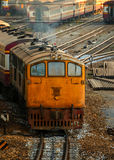 Gamla diesel- lokomotiv och drev i Bangkok Royaltyfri Foto